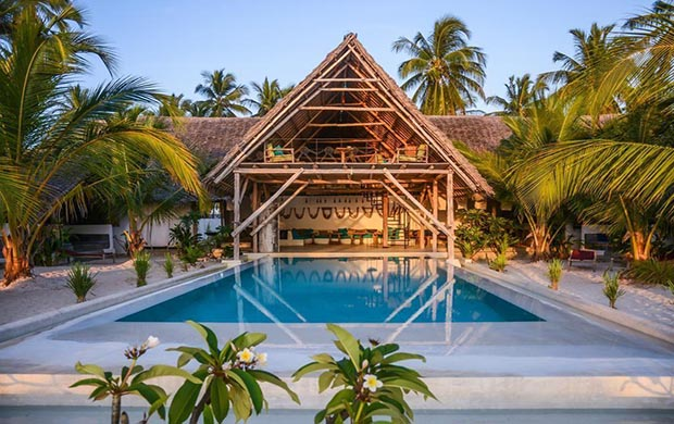 Nur Beach Hotel 3*